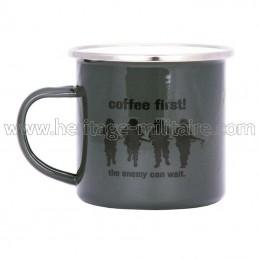 "Mug émaillé ""coffee first"""