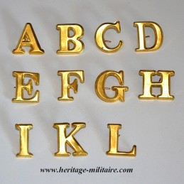 Insigne en métal lettre