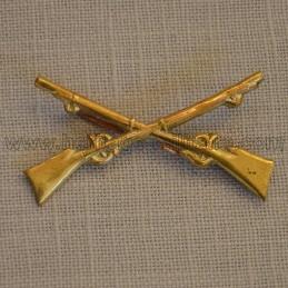 Insigne en métal Infanterie guerre indienne 1874
