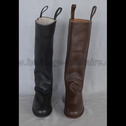 Cavalry boots model n°4 with round toe.