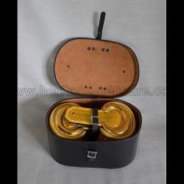 Boite de protection pour épaulettes à franges d'officiers