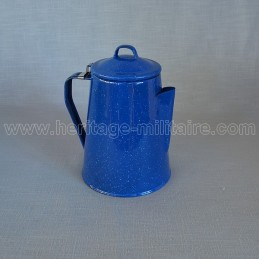 Cafetière en émail bleu
