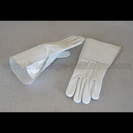 Leather cavalry gauntlets