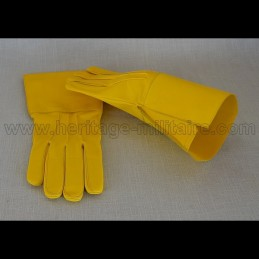 Cavalry gauntlets yellow leather